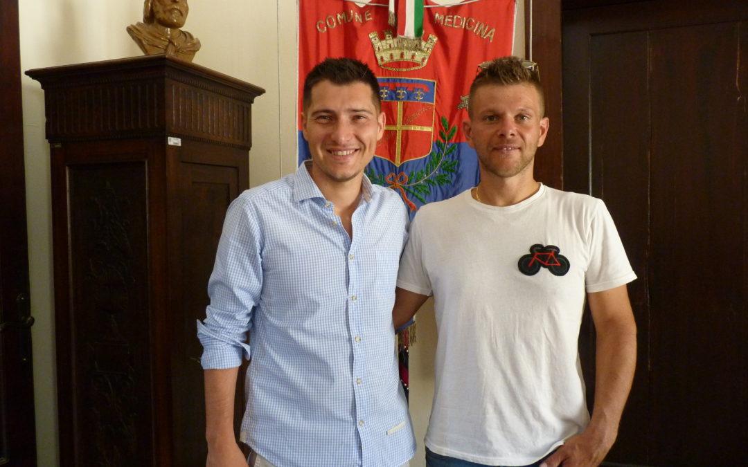 Il sindaco Matteo Montanari ha incontrato i campioni medicinesi Stefano Romualdi e Gastone Chiarini